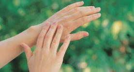 Чем отмыть руки после чистки ягод