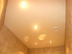 Белые матовые натяжные потолки в ванную.  Цена договорная Купить в Новосибирске - BLIZKO.ru.
