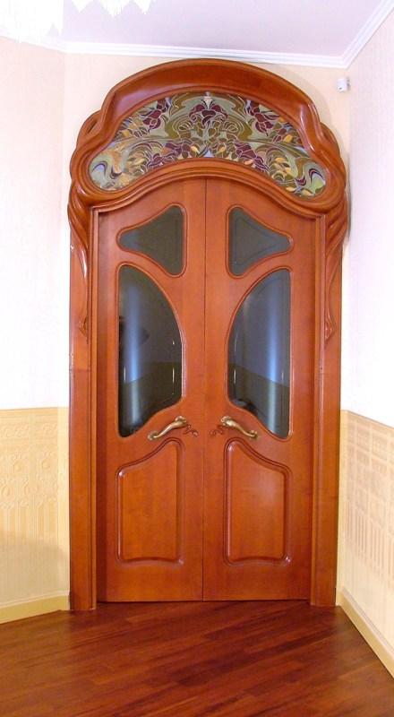 входные металлические двери в стиле модерн