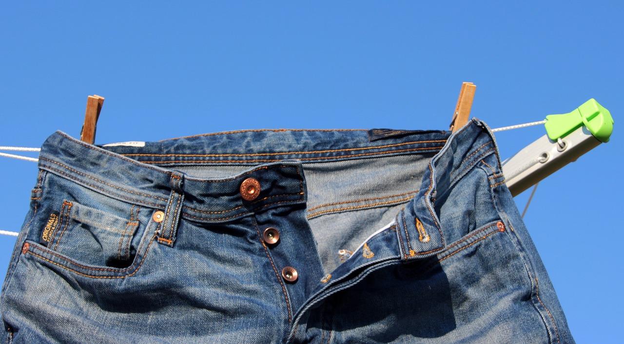 Сушим джинсы