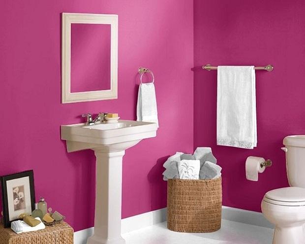 Окрашенные стены ванной